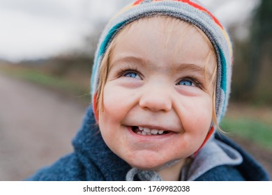 Close-up of happy toddler girl with blue eyes – Kempen, Germany