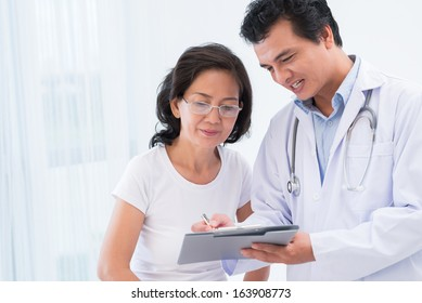 Close-up image of a doctor explaining diagnostics results to his patient