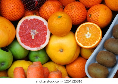 Closeup image of fruits and vegetables in grocery store