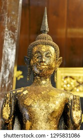 Close-up image of Standing Buddha image The attitude of persuading the relatives not to quarrel Buddha images are worshiped by Buddhists who believe in Buddhism. Buddha images are over 150 years old.