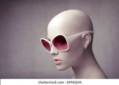 Closeup of a mannequin wearing fashion sunglasses