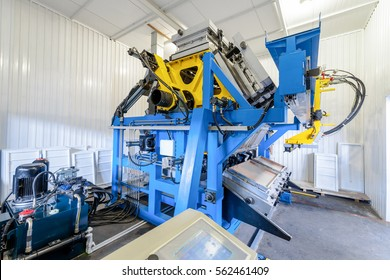 closeup molding and cast press machine for the manufacture of plastic parts using polymers for  refrigerator