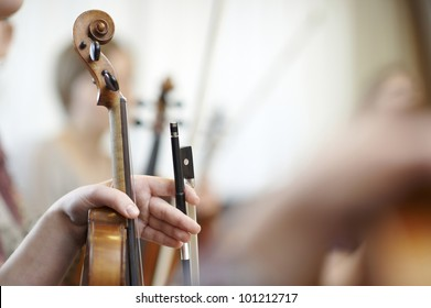 Close-up of the neck of a violin with a bow