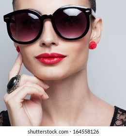 Closeup of perfect model in big rounded sunglasses. square