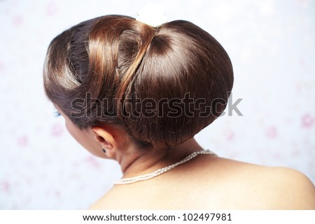 Closeup picture of a bridal hairstyle