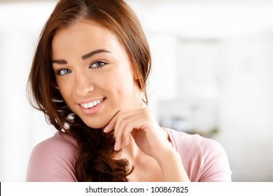 Close-up portrai of an attractive young woman smiling