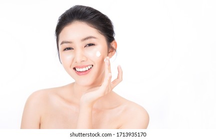 Closeup portrait of beauty asian woman with fair perfect clear healthy glow skin hand apply lotion, young beautiful asia girl with pretty smile on face. Beauty korean clinic facial skincare banner