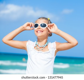 Closeup portrait of cute teens girl in sunglasses relax ocean background