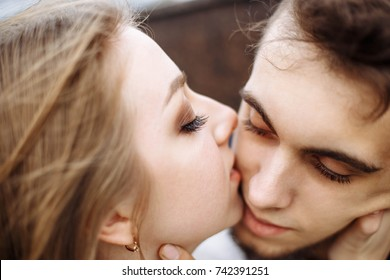 Closeup portrait of a romantic and stylish caucasian couple hugging at sunrise. Love, relationships, romance, happiness concept. Shallow depth of field.