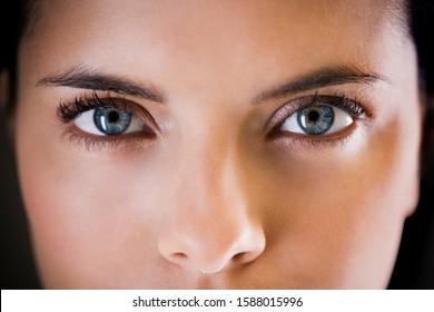 Retrato de cerca de una joven