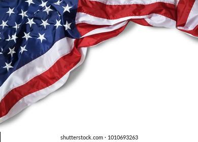 Nahaufnahme, gerissene amerikanische Flagge einzeln auf weißem Hintergrund