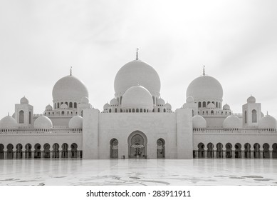 Closeup of Sheikh Zayed Grand Mosque at dusk (Abu-Dhabi, UAE)