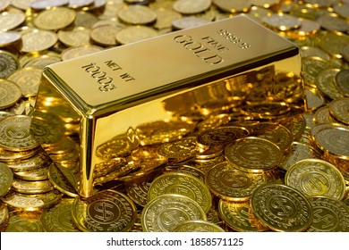 Closeup shiny gold bar 1 kg on the stack gold coin a lot of