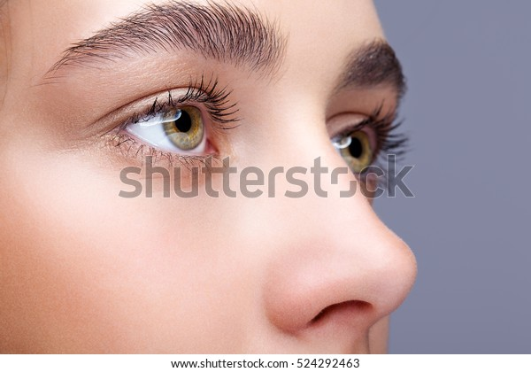 女性の顔のメイクアップショット