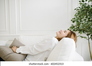 Closeup of a smiling Asia young woman lying on couch