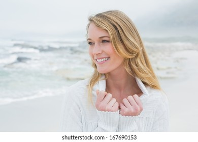 Close-up of a smiling casual young woman relaxing at the beach