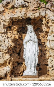 Closeup of statue of virgin Mary, catholic madonna in stone arch
