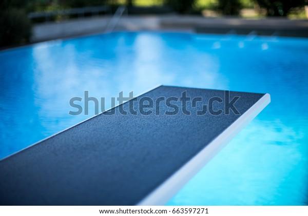 Vistas más cercanas al club de submarinismo en la piscina