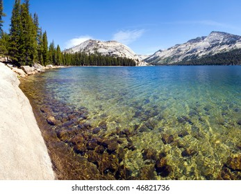 Close-up view of the Tenaya Lake at the Tioga pass in Yosemite National Park