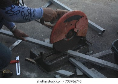close-up.construction engineer worker cutting steel bars, Steel cutter.
