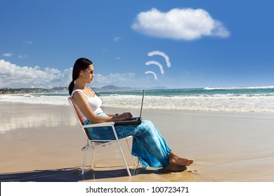 Cloud computing: Asian woman Working at the beach