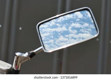 cloud in sidemirror