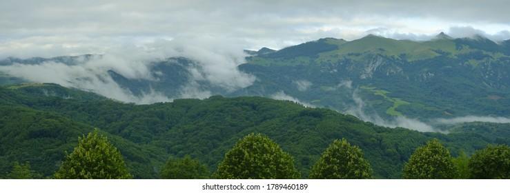 Nubes y niebla en la Sierra de Aralar, Navarra