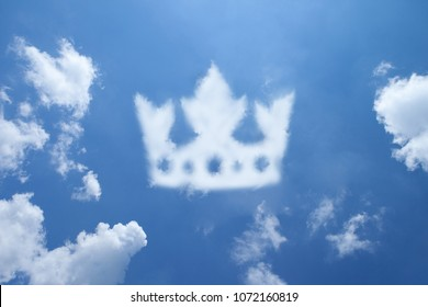 Clouds shaped like a Crown.