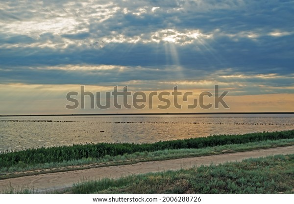 cloudy-sky-glimpses-sunbeams-over-600w-2