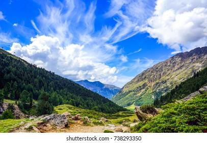 Berglandschaft-Himmelswolke