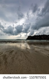 A cloudy sunset in one of Krabi's (Thailand) beaches.