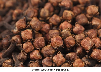 Cloves scattered (top view).