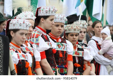 CLUJ NAPOCA, ROMANIA - APRIL 02: Girls in national costumes from Cluj Napoca participate at the uncovering of the newly renovated statue of King Mathias on April 02, 2011 in Cluj Napoca, Romania