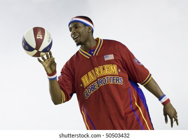 CLUJ-NAPOCA - MARCH 25: The world famous Harlem Globetrotters basketball team in an exhibition match against Washington Generals on March 25, 2010 in Cluj-Napoca, Romania