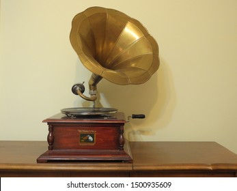 "Cluj-Napoca/Romania-September 11, 2019: Rare His Masters Voice Gramophone inside a ""La Belle Epoque"" style apartment   for rent."