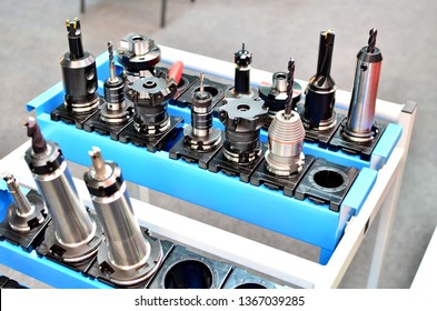 CNC Spindle Motor, Extension Rod Chucks Holder and  Spring Collet CNC Milling Lathe Tool Set for Workholding.  Set of hydraulic chucks drilling for cnc turning machine. Heavy industry concept