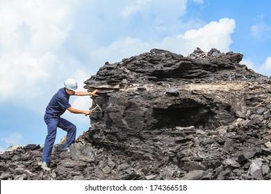 Kohlegeologe im Braunkohlebergwerk Mamo