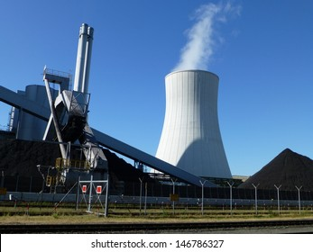 Coal-fired power plant in Hanover, Germany. District heating capacity is a maximum of 425 MW