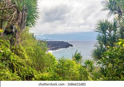 """Küstenlinie am """"Le Vieux Port"""" in der Nähe von Saint-Philippe (Südküste der Insel La Reunion)"""