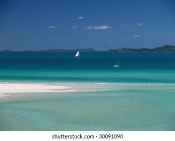 Coast of Whitsunday Island with white sand and cristal clear blue water, Great Barrier Reef