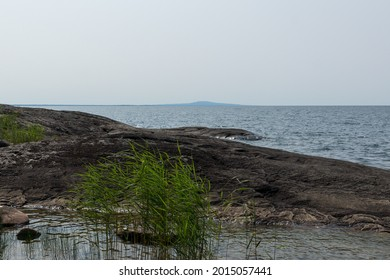 The coastline of Brommö in the foreground. In the background, Kinnekulle can be seen.
