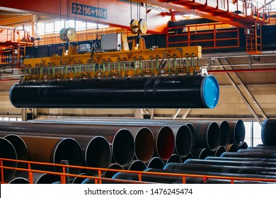 Coated pipe transportation by overhead crane with vacuum handling grippers