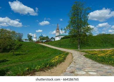Cobblestone road to Suzdal Kremlin