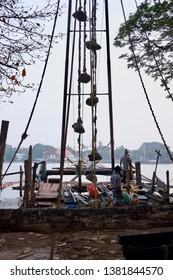 Cochin, Kerala / India - April 27, 2019: Fishing nets in Cochin (Chinese stone-counterbalance fishing net method)