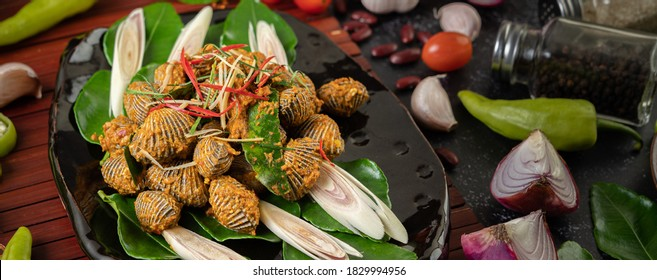 Cockles sauteed in curry powder with bell peppers and tomatoes.