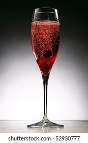 cocktail Kir royal with black berry