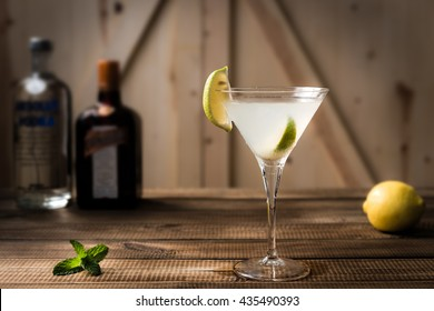 Cocktail margarita with lime