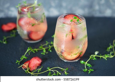 A cocktail of Prosecco with plums and thyme