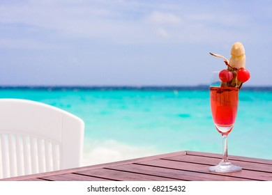 Cocktail sex on a table at the tropical beach