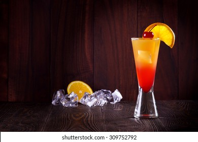 Cocktail Tequila Sunrise. Ice.